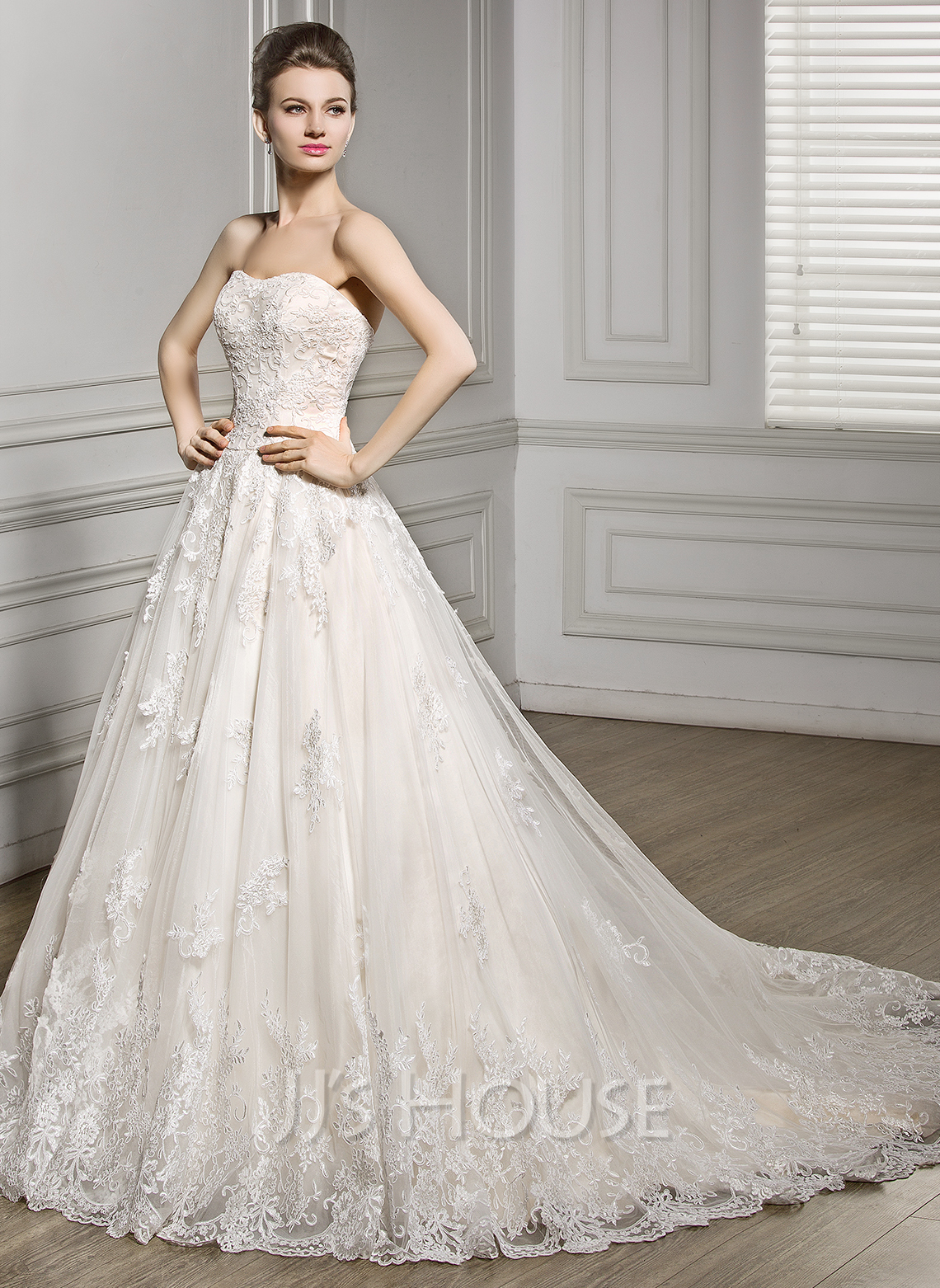 A line princess sweetheart court train tulle lace wedding for A line tulle wedding dress