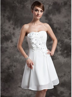 A-Line/Princess Sweetheart Knee-Length Chiffon Wedding Dress With Beadwork Flower(s)