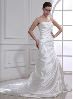 Sheath/Column Strapless Chapel Train Charmeuse Wedding Dress With Ruffle Lace (002012636)