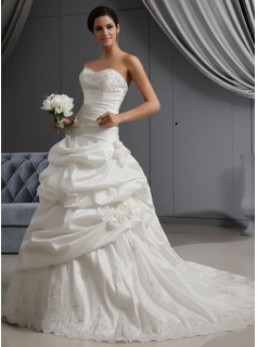 A-Line/Princess Sweetheart Chapel Train Taffeta Wedding Dress With Ruffle Lace Beadwork Flower(s) (002022653)
