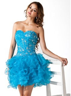 A-Line/Princess Sweetheart Short/Mini Organza Homecoming Dress With Ruffle Lace Beading Sequins