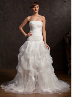 A-Line/Princess Strapless Chapel Train Organza Prom Dress With Ruffle Lace Beading