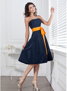 A-Line/Princess Strapless Knee-Length Taffeta Bridesmaid Dress With Sash Bow(s)
