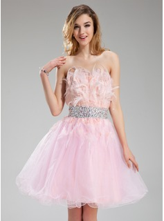 A-Line/Princess Strapless Knee-Length Tulle Feather Homecoming Dress With Beading