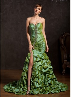 Trumpet/Mermaid Sweetheart Court Train Taffeta Prom Dress With Ruffle Beading Split Front