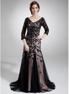 Trumpet/Mermaid V-neck Court Train Tulle Charmeuse Mother of the Bride Dress With Lace Beading