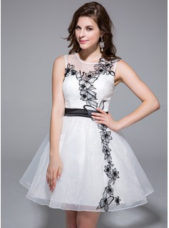 A-Line/Princess Scoop Neck Short/Mini Organza Charmeuse Homecoming Dress With Lace Sash