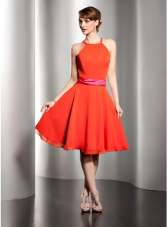 A-Line/Princess Scoop Neck Knee-Length Chiffon Charmeuse Homecoming Dress With Sash