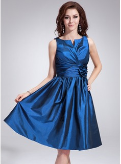 A-Line/Princess V-neck Knee-Length Taffeta Cocktail Dress With Ruffle Flower