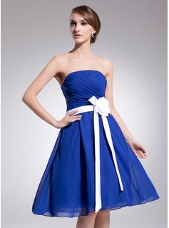 A-Line/Princess Strapless Knee-Length Chiffon Charmeuse Homecoming Dress With Ruffle Sash Flower(s)
