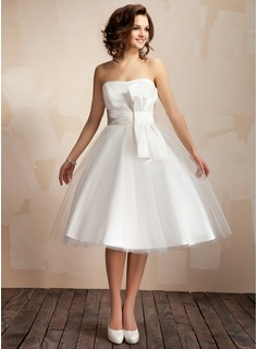 A-Line/Princess Sweetheart Knee-Length Satin Tulle Wedding Dress With Ruffle Bow(s)
