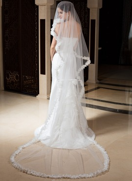 One-tier Chapel Bridal Veils With Lace Applique Edge (006035797)