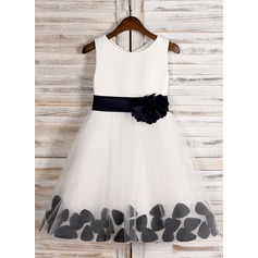A-Line/Princess Knee-length Flower Girl Dress - Satin Sleeveless Scoop Neck With Sash/Bow(s)