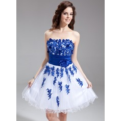A-Line/Princess Sweetheart Knee-Length Tulle Homecoming Dress With Embroidered Sash Beading Flower(s)
