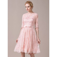 A-Line/Princess Scoop Neck Knee-Length Lace Bridesmaid Dress With Bow(s)