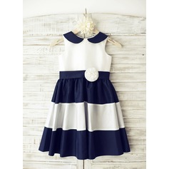 A-Line/Princess Knee-length Flower Girl Dress - Taffeta Sleeveless Peter Pan Collar With Flower(s)
