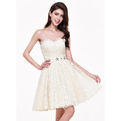 A-Line/Princess Sweetheart Short/Mini Lace Homecoming Dress With Beading