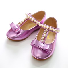 Girl's Patent Leather Flat Heel Closed Toe Flats With Bowknot Imitation Pearl