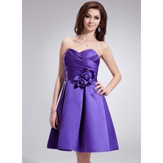 A-Line/Princess Sweetheart Knee-Length Satin Bridesmaid Dress With Ruffle Beading Flower(s)