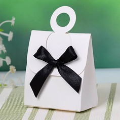 Simple Favor Boxes With Bow