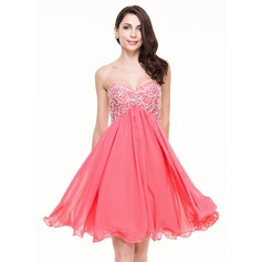 A-Line/Princess Sweetheart Knee-Length Chiffon Homecoming Dress With Beading Sequins