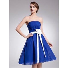 A-Line/Princess Strapless Knee-Length Chiffon Homecoming Dress With Ruffle Sash Flower(s)