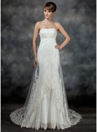 Trumpet/Mermaid Sweetheart Court Train Tulle Wedding Dress With Ruffle Lace