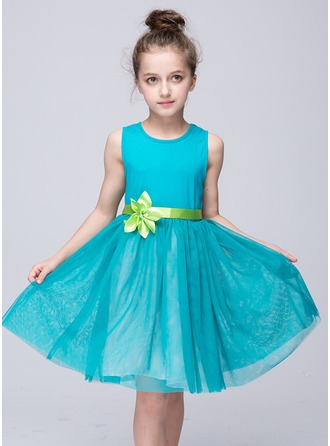 A-Line/Princess Knee-length Flower Girl Dress - Tulle Sleeveless Scoop Neck With Sash/Flower(s)