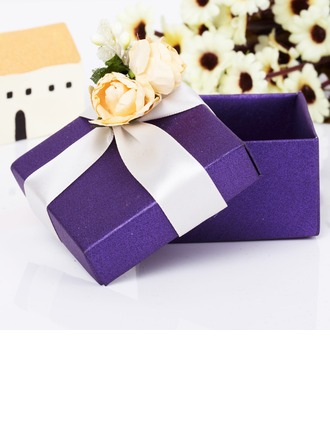 Classic Cuboid Favor Boxes With Flowers
