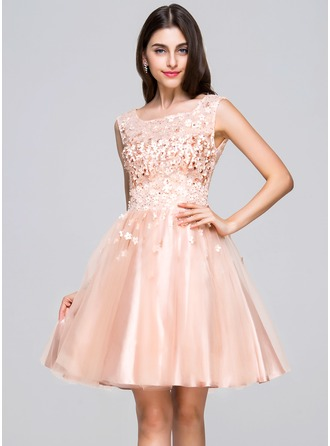 A-Line/Princess Scoop Neck Knee-Length Tulle Homecoming Dress With Beading Flower(s) Sequins