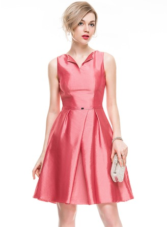 A-Line/Princess V-neck Knee-Length Taffeta Cocktail Dress With Beading