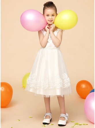 A-Line/Princess Scoop Neck Knee-Length Satin Tulle Flower Girl Dress With Appliques Lace