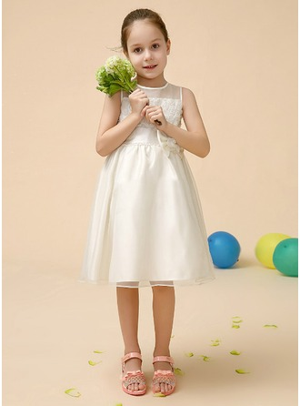 A-Line/Princess Scoop Neck Knee-Length Satin Flower Girl Dress With Flower(s) Bow(s)