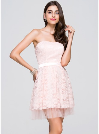 A-Line/Princess Sweetheart Short/Mini Lace Homecoming Dress With Ruffle
