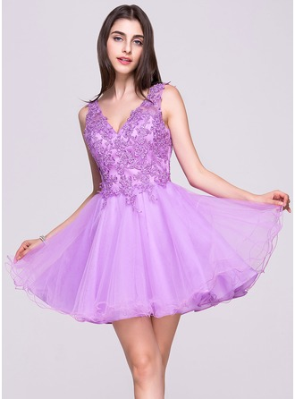 A-Line/Princess V-neck Short/Mini Tulle Lace Homecoming Dress With Beading Sequins