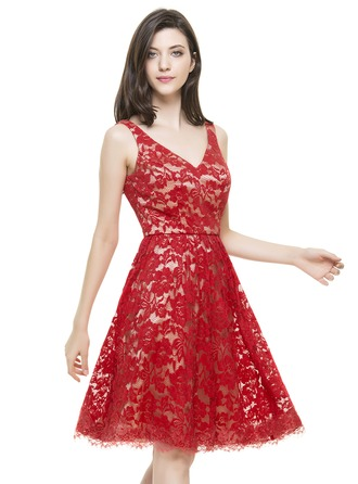 A-Line/Princess V-neck Knee-Length Lace Homecoming Dress