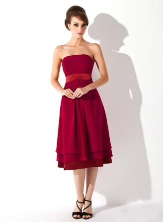 A-Line/Princess Strapless Knee-Length Chiffon Chiffon Maternity Bridesmaid Dress With Ruffle