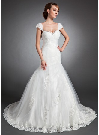 Trumpet/Mermaid Sweetheart Chapel Train Tulle Wedding Dress With Ruffle Lace Beading
