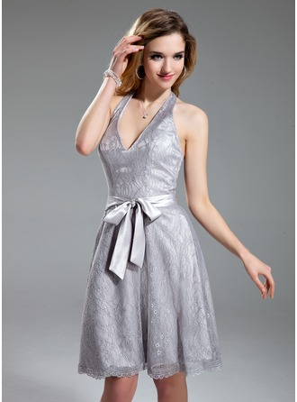 A-Line/Princess Halter Knee-Length Lace Homecoming Dress With Bow(s)
