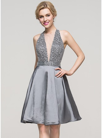 A-Line/Princess Scoop Neck Knee-Length Taffeta Homecoming Dress With Beading