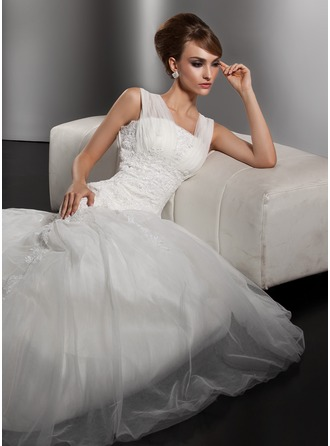 Trumpet/Mermaid Square Neckline Court Train Tulle Wedding Dress With Ruffle Lace Beading