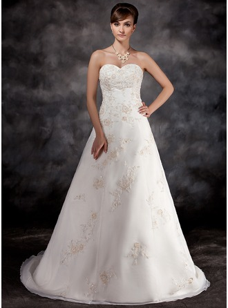A-Line/Princess Sweetheart Court Train Organza Wedding Dress With Beading Appliques Lace
