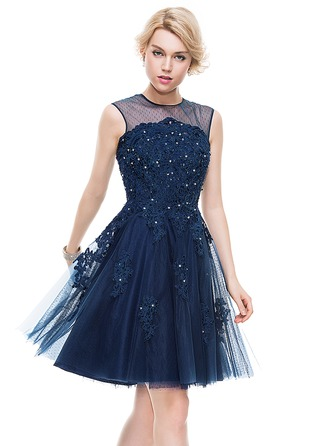 A-Line/Princess Scoop Neck Knee-Length Tulle Lace Homecoming Dress With Beading Sequins