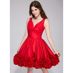 A-Line/Princess V-neck Short/Mini Taffeta Homecoming Dress With Ruffle Flower(s)