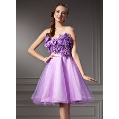A-Line/Princess Sweetheart Knee-Length Tulle Homecoming Dress With Ruffle Beading Flower(s) Sequins