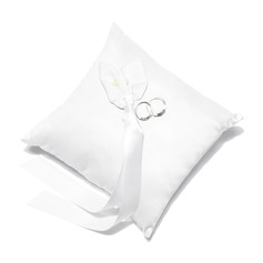 Lovely Ring Pillow in Satin With Calla Lily