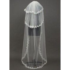 Three-tier Waltz Bridal Veils With Lace Applique Edge