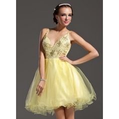 A-Line/Princess V-neck Short/Mini Tulle Homecoming Dress With Beading