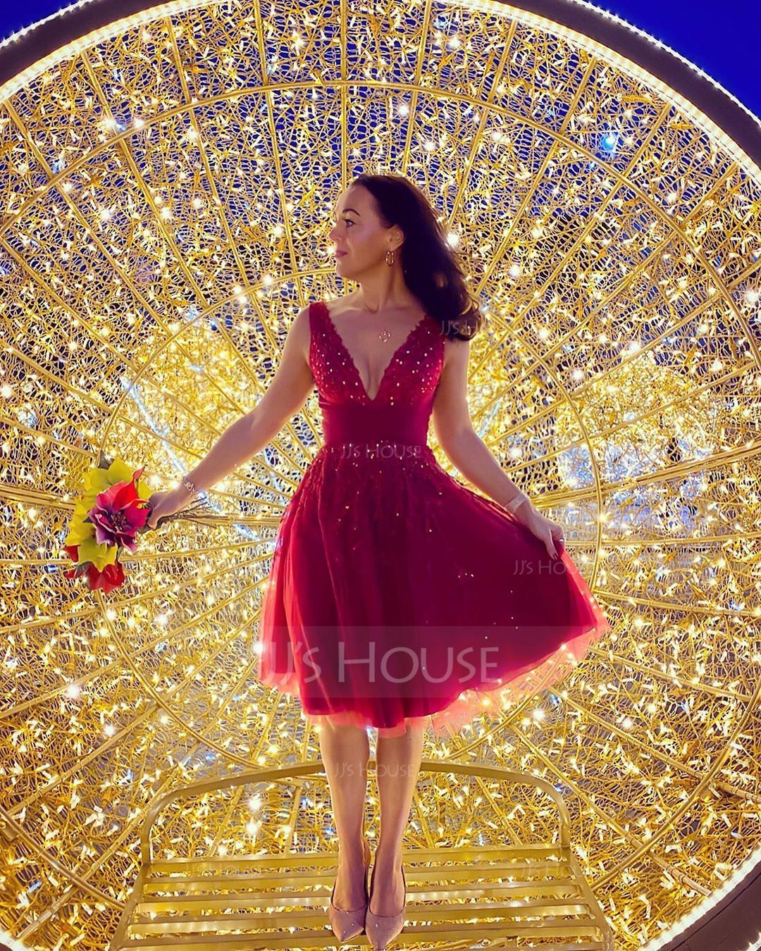 A-Line V-neck Knee-Length Tulle Homecoming Dress With Beading Sequins (022206740)