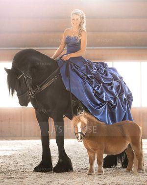 Gallakjole Sweetheart Kapel tog Satin Quinceanera Kjole med Perlebroderi (021015583)